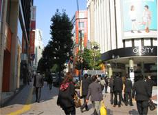 渋谷区役所までの道のりの1コマ